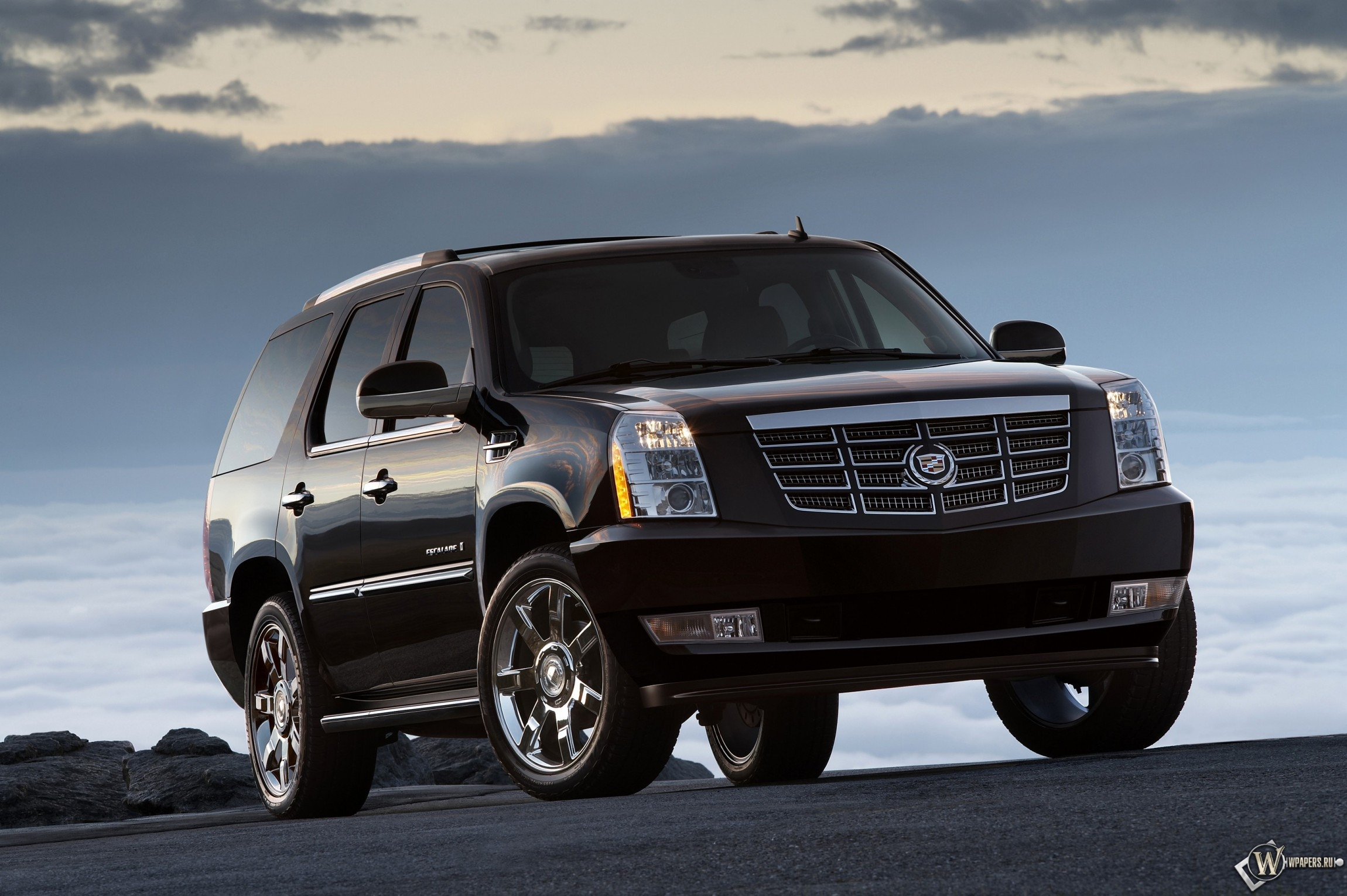 Cadillac Escalade 2300x1530