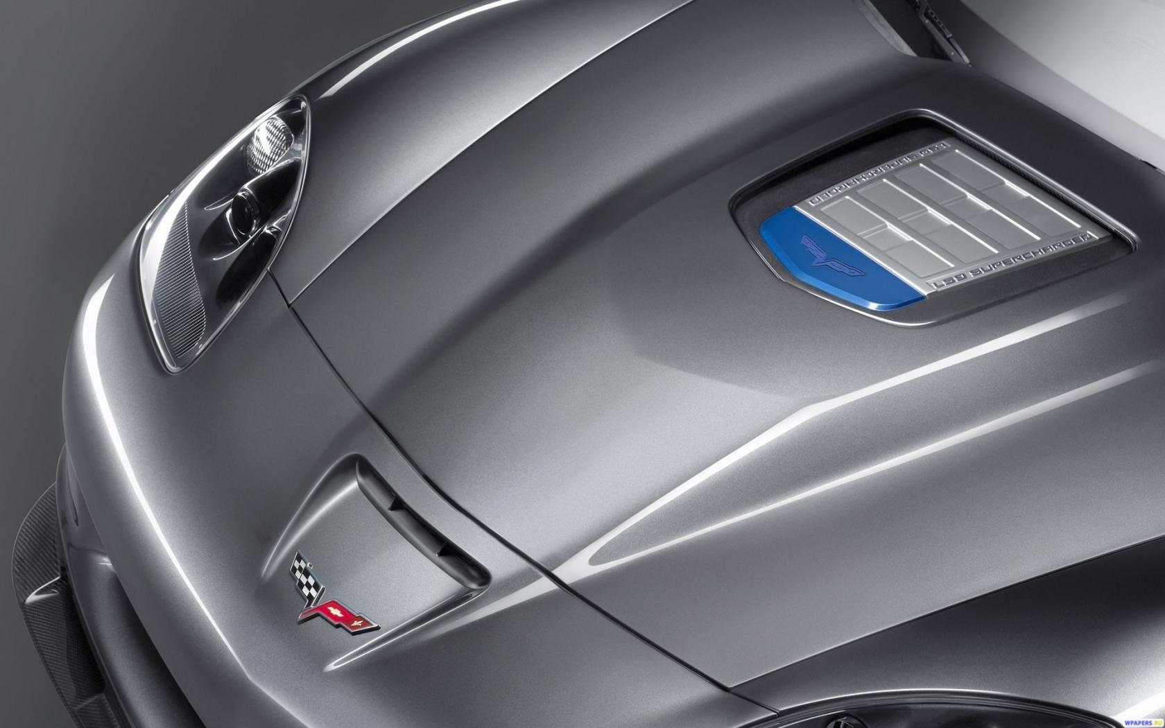 Капот Corvette 1680x1050