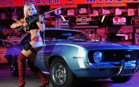 Девушка с винтовкой и Camaro SS