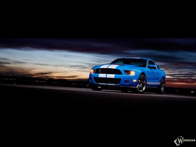 Ford Shelby GT500 на фоне заката