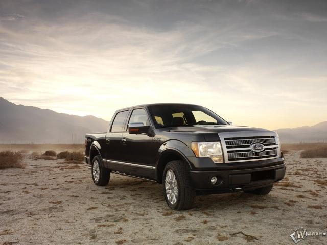 Ford F-150 в пустыне