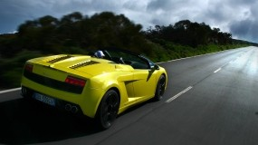 Желтая Lamborghini