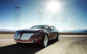 Lincoln MKR на трассе