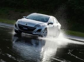 Обои Mazda 3: Брызги, Mazda 3, Лужа, Mazda
