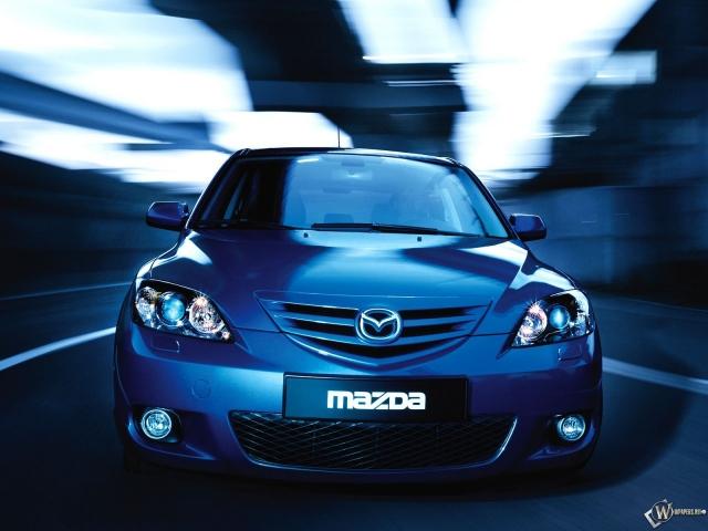 Синяя Mazda 3