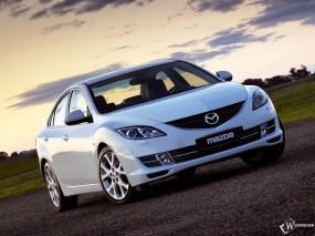 Белая Mazda 6