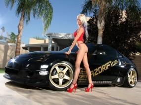 Nissan 350z с блондинкой