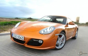 Ярко-оранжевый Porsche Cayman S