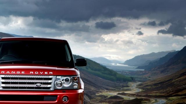 Красный Range Rover
