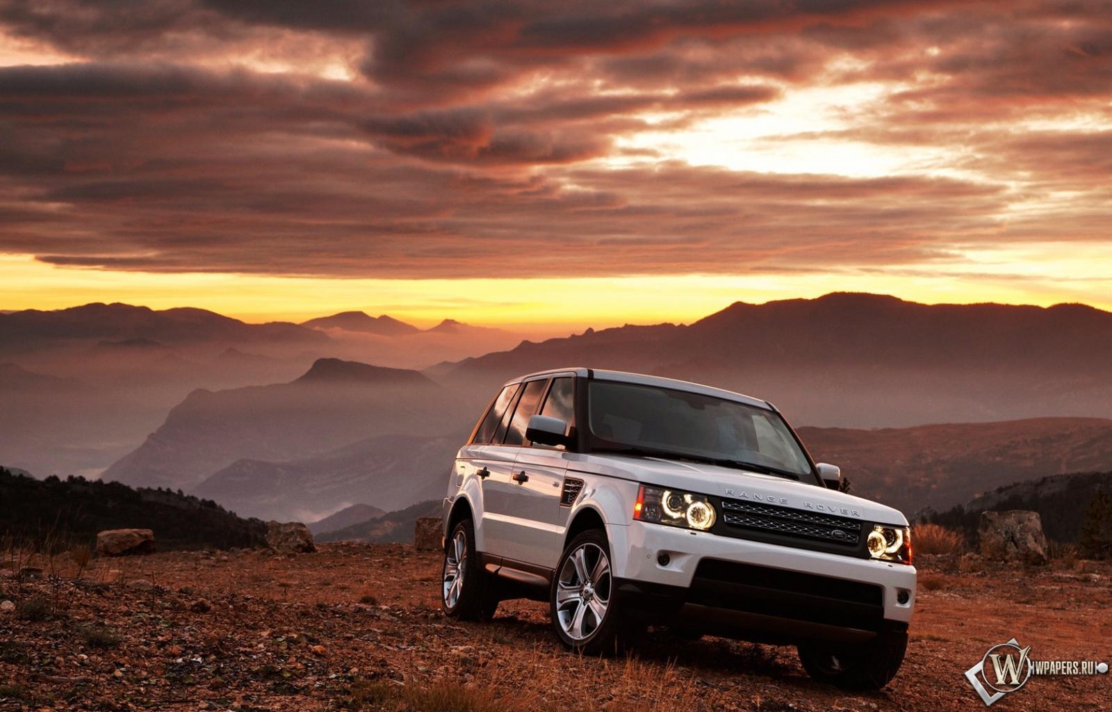 Белый Range Rover 1600x1024