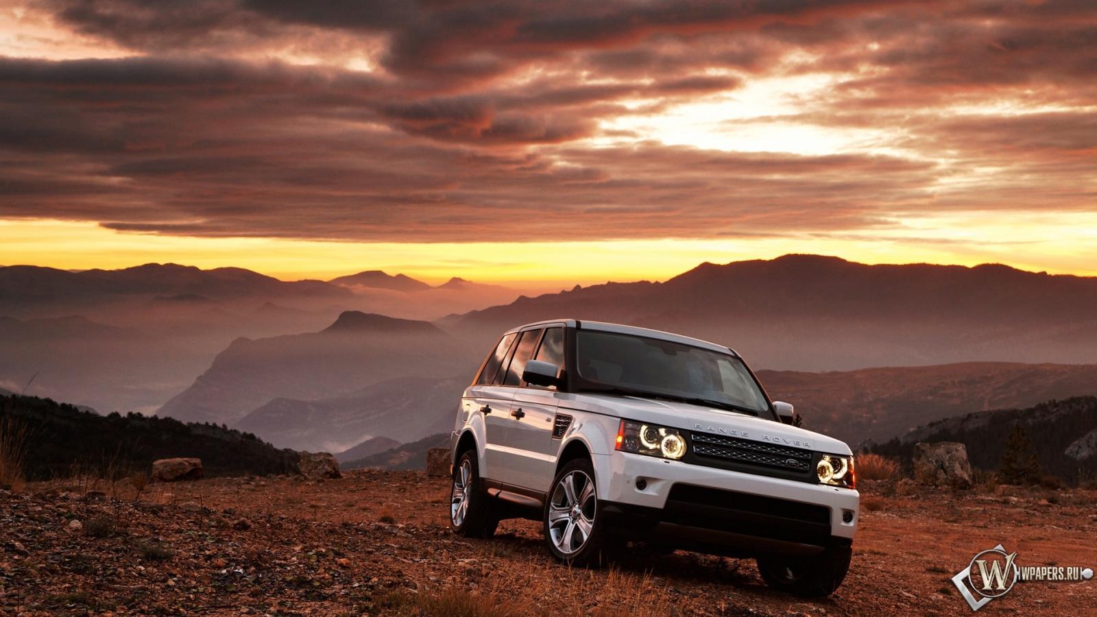 Белый Range Rover 1600x900