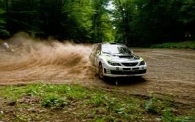 Спортивная Subaru в дрифте