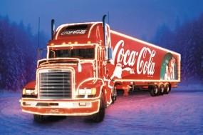 Обои Грузовик Coca-Cola: Новый год, Грузовик, Coca-Cola, Грузовики