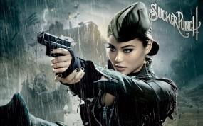 Обои Запрещенный прием: Оружие, Пилотка, Китаянка, Фильмы