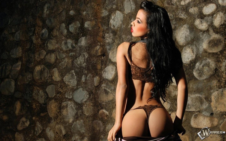 Смотреть брюнеток в стрингах порно фото 532-31