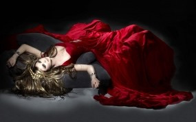 Обои Девушка в красном платье: Платье, Девушка, Кровь, Девушки