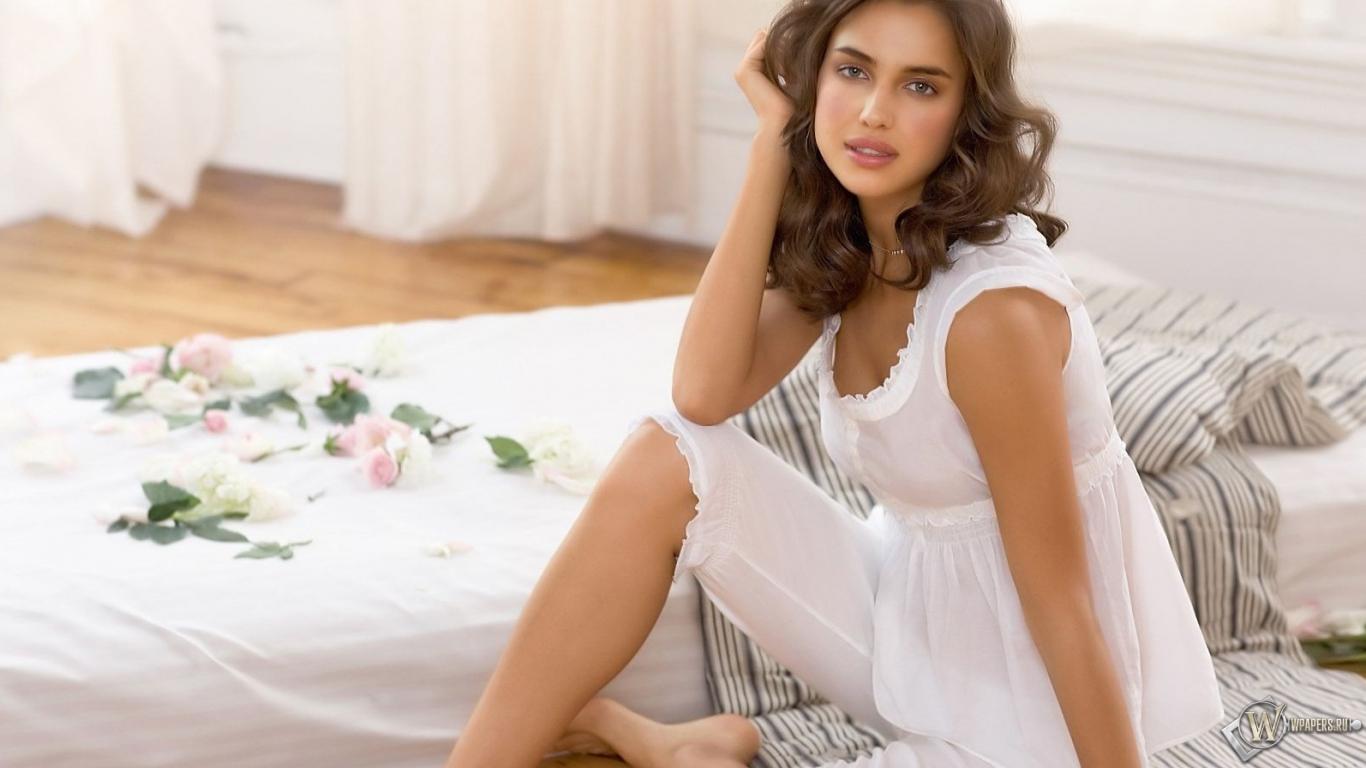 Irina Sheik 1366x768