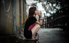 Обои Грустная девушка: Девушка, Грусть, Одиночество, Девушки
