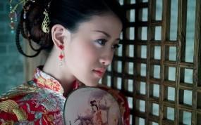 Обои Китаянка в национальной одежде: Девушка, Китаянка, веер, Девушки