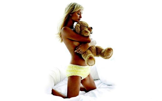 Пэрис Хилтон с медведем