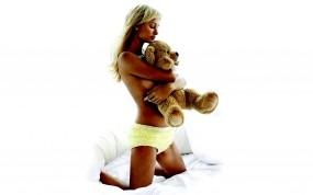 Обои Пэрис Хилтон с медведем: Девушка, Блондинка, Медведь, Трусы, Девушки