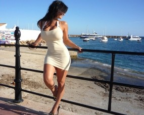 Обои Denise Milany: Пляж, Девушка, Забор, Denise Milany, Девушки