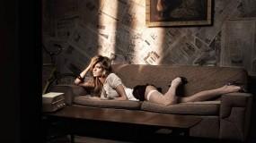 Обои Marisa Miller: Девушка, Диван, Юбка, Чулки, Marisa Miller, Девушки