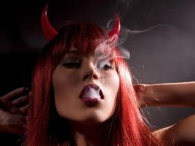 Обои Дьяволица: Дым, Девушка, Дьяволица, Девушки