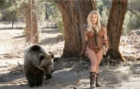 Обои Лучница с медведем: Лес, Девушка, Блондинка, Медведь, Девушки