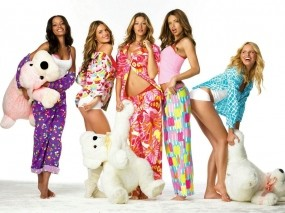 Обои Пижамная вечеринка: Медведь, Девичник, Девушки