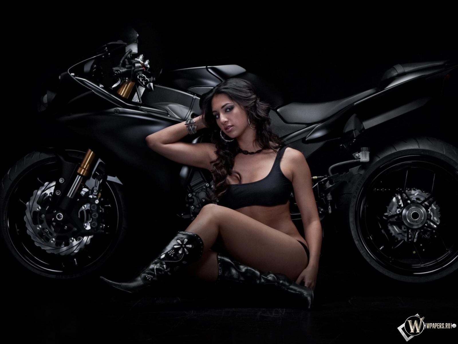 Девушка и Ducati 1600x1200
