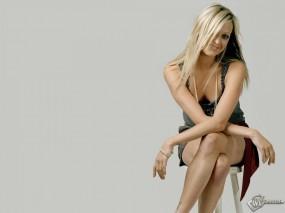 Обои Fearne Cotton: Табурет, Весёлая блондинка, Fearne Cotton, Девушки