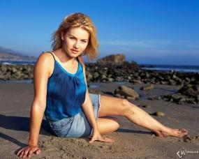 Обои Elisha Cuthbert: Девушка, Песчаный берег, Поза, Elisha Ann Cuthbert, Девушки