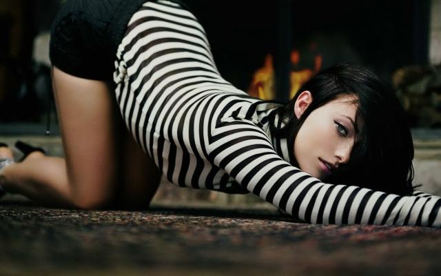 Девушка в полосатом (Olivia Wilde)