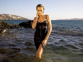 Обои Девушка на море: Море, Девушка, Взгляд, Petra Nemcova, Петра Немцова, Девушки