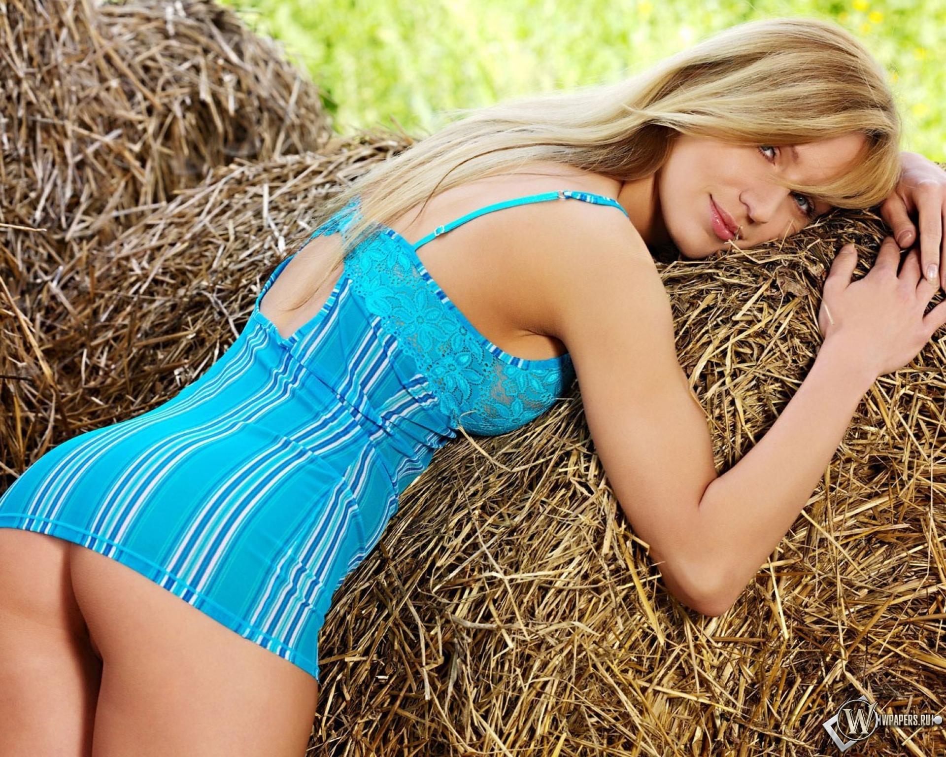 Секс с колхозницей на сеновале, видео на природе ню присланное