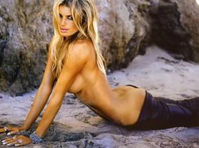 Блондинка на песке (Marisa Miller)