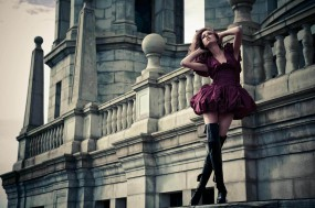 Обои Модель во дворце: Башни, Модель, Архитектура, Шпили, Девушки