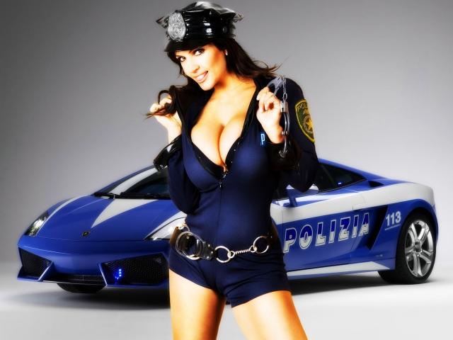 Девушка-полицейский