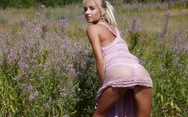 Блондинка на русском поле