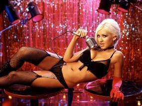 Обои Кристина Агилера: Пирсинг, Микрофон, Столик, Christina Aguilera, Девушки