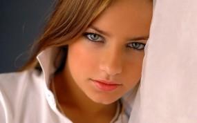 Обои Красивый взгляд: Взгляд, Красота, Молодая девушка, Девушки