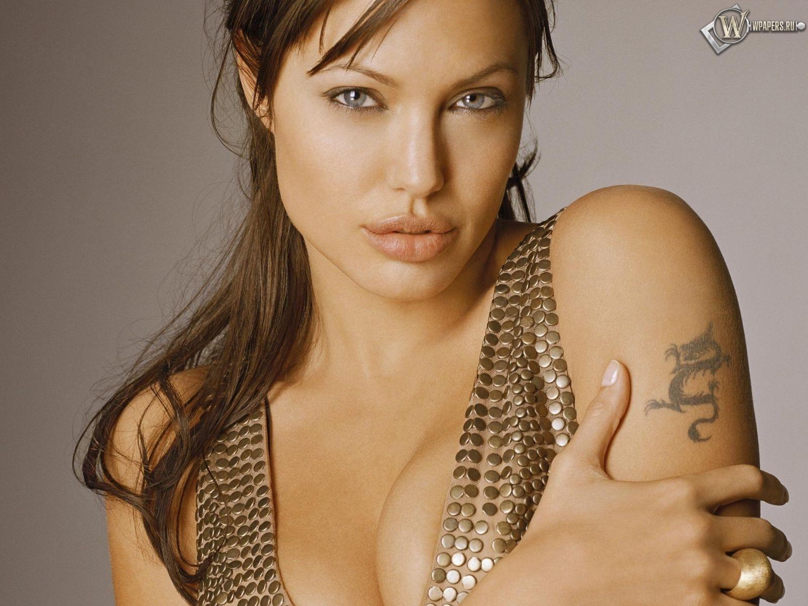 Angelina Jolie 1600x1200