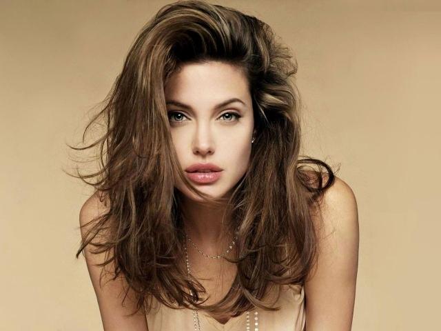 Молодая Angelina Jolie