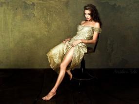 Обои Angelina Jolie: Платье, Angelina Jolie, Ножка, Angelina Jolie