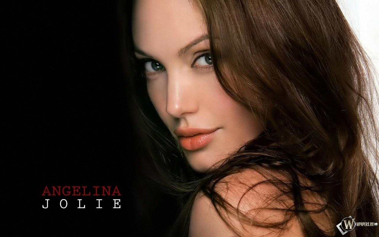 Angelina Jolie 1280x800
