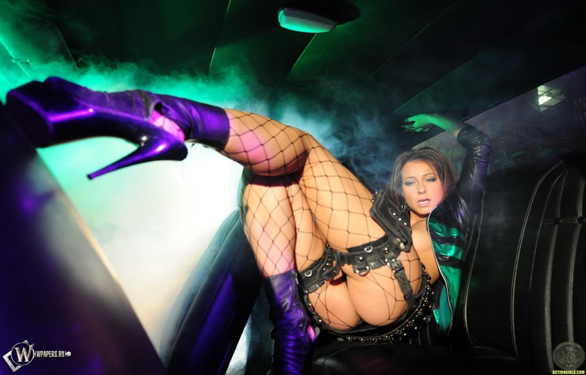 Кристина Ухринова в клубе 1200x768
