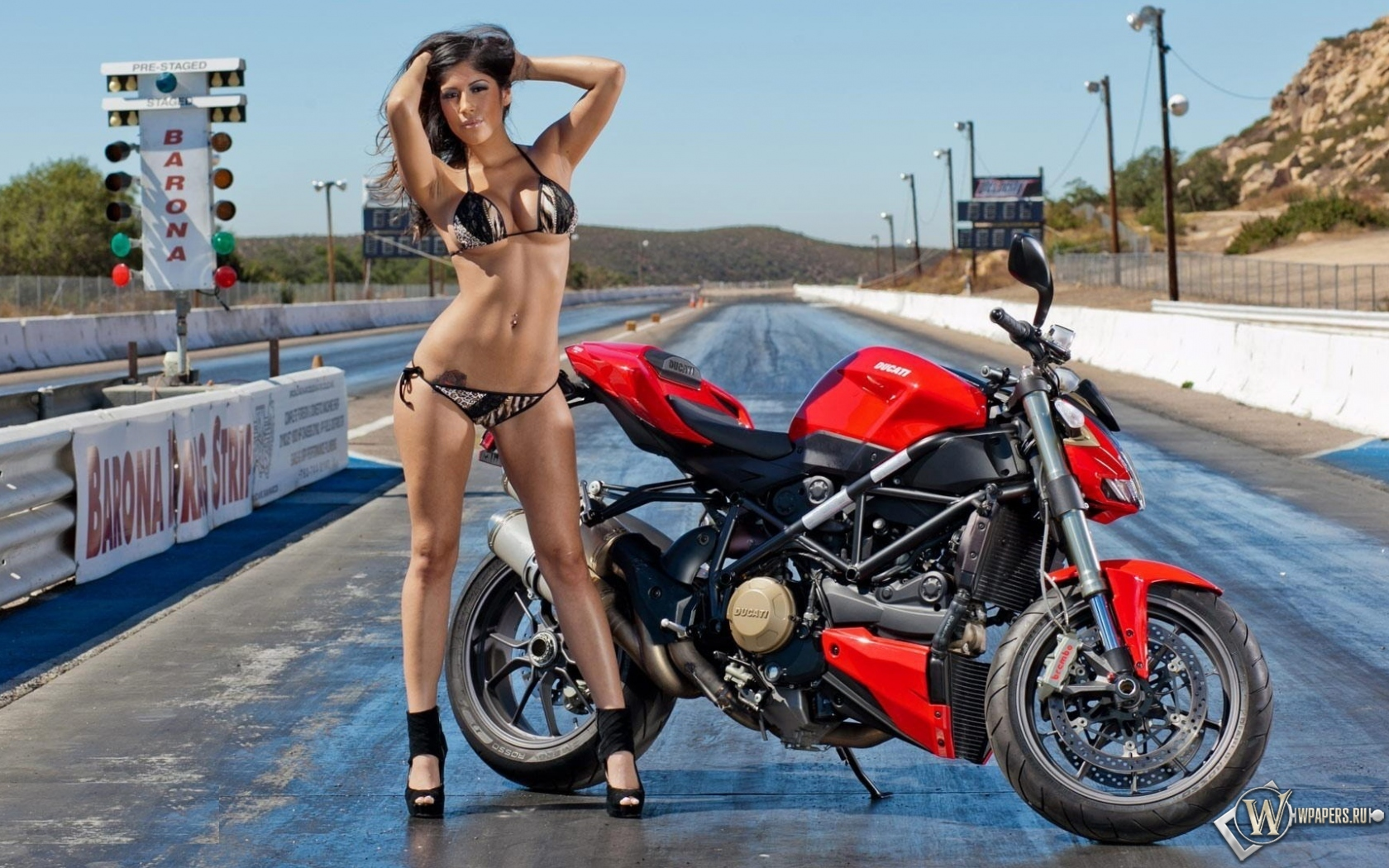 Ducati Streetfighter 1680x1050