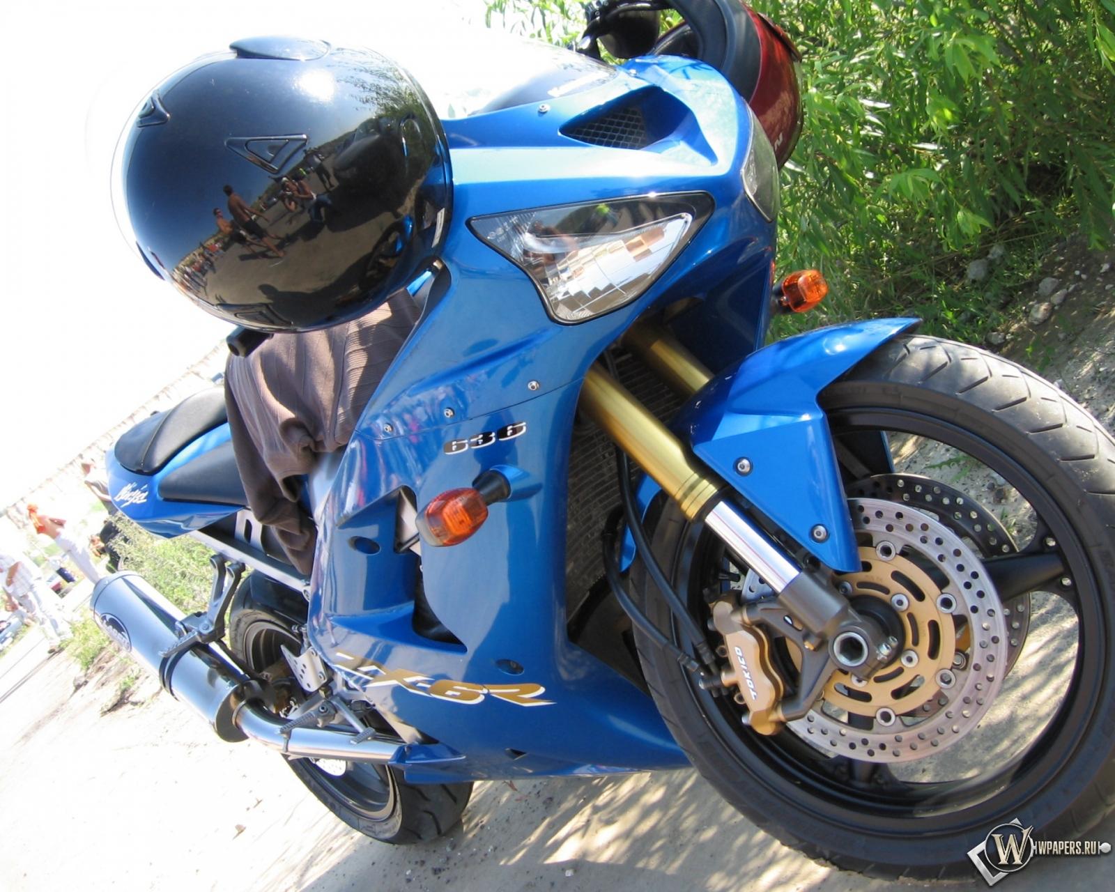 Kawasaki Ninja 1600x1280
