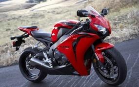 Обои Honda CBR-1000: Дорога, Поле, Красный мотоцикл, Honda, Мотоциклы